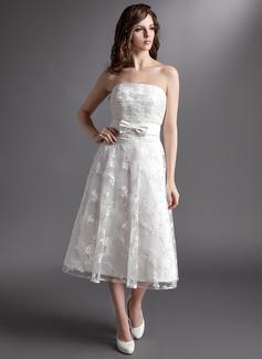 Corte A/Princesa Estrapless Hasta la tibia Satén Encaje Vestido de novia con Lazo(s)