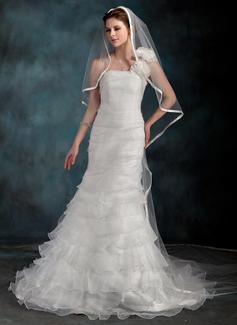 Corte trompeta/sirena Un sólo hombro Tren de la corte Organdí Vestido de novia con Flores Cascada de volantes