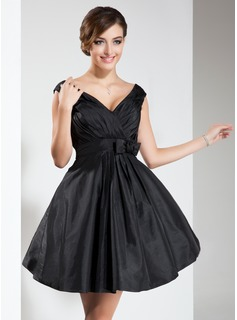 A-Line/Princess V-neck Short/Mini Taffeta Bridesmaid Dress With Ruffle Bow