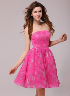 A-Line/Princess Strapless Short/Mini Lace Cocktail Dress