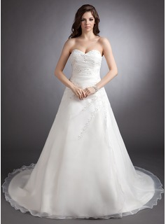 A-Line/Princess Sweetheart Chapel Train Organza Wedding Dress With Ruffle Lace Beadwork