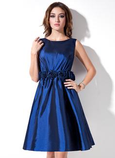 A-Line/Princess Strapless Scoop Neck Knee-Length Taffeta Bridesmaid Dress With Flower(s)