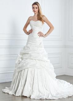 Corte A/Princesa Escote corazón La capilla de tren Tafetán Vestido de novia con Volantes Encaje Bordado Flores