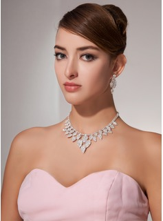 White Two Piece Elegant  Ladies' Jewelry Set (011013123)