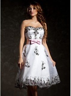 A-Line/Princess Sweetheart Knee-Length Organza Satin Cocktail Dress With Sash Appliques Lace Bow(s)