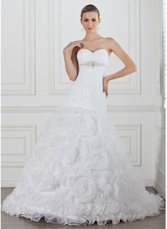 Corte A/Princesa Escote corazón La capilla de tren Organdí Satén Vestido de novia con Volantes Bordado Flores