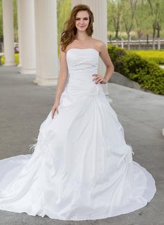 Corte de baile Escote corazón La capilla de tren Tafetán Vestido de novia con Volantes Pluma Flores