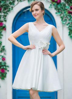 Corte A/Princesa Escote en V Hasta la rodilla Satén Tul Vestido de novia con Volantes Flores