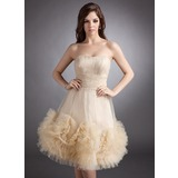 A-Line/Princess Strapless Knee-Length Tulle Homecoming Dress With Ruffle