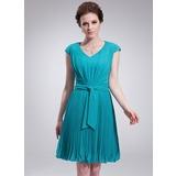 A-Line/Princess V-neck Knee-Length Chiffon Homecoming Dress With Pleated