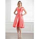 A-Line/Princess V-neck Knee-Length Taffeta Bridesmaid Dress With Ruffle (007004231)
