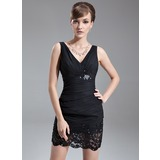Etui-Linie V-Ausschnitt Kurz/Mini Chiffon Kleid für die Brautmutter mit Rüschen Spitze Perlen verziert