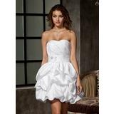 Corte A/Princesa Escote corazón Corto/Mini Tafetán Vestido de novia con Volantes Bordado Flores