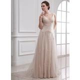 Forme Princesse Col V Traîne moyenne Tulle Robe de mariée avec Emperler Motifs appliqués Dentelle
