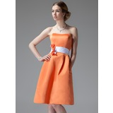 A-Line/Princess Sweetheart Knee-Length Satin Bridesmaid Dress With Sash Flower(s)