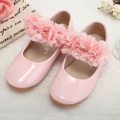 A menina de imitação de couro Heel plana Fechados Sem salto com Pérola Imitação Flor