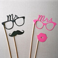 """""""Mr. & Mrs."""" Card Paper Photo Booth Props (4 pieces)"""