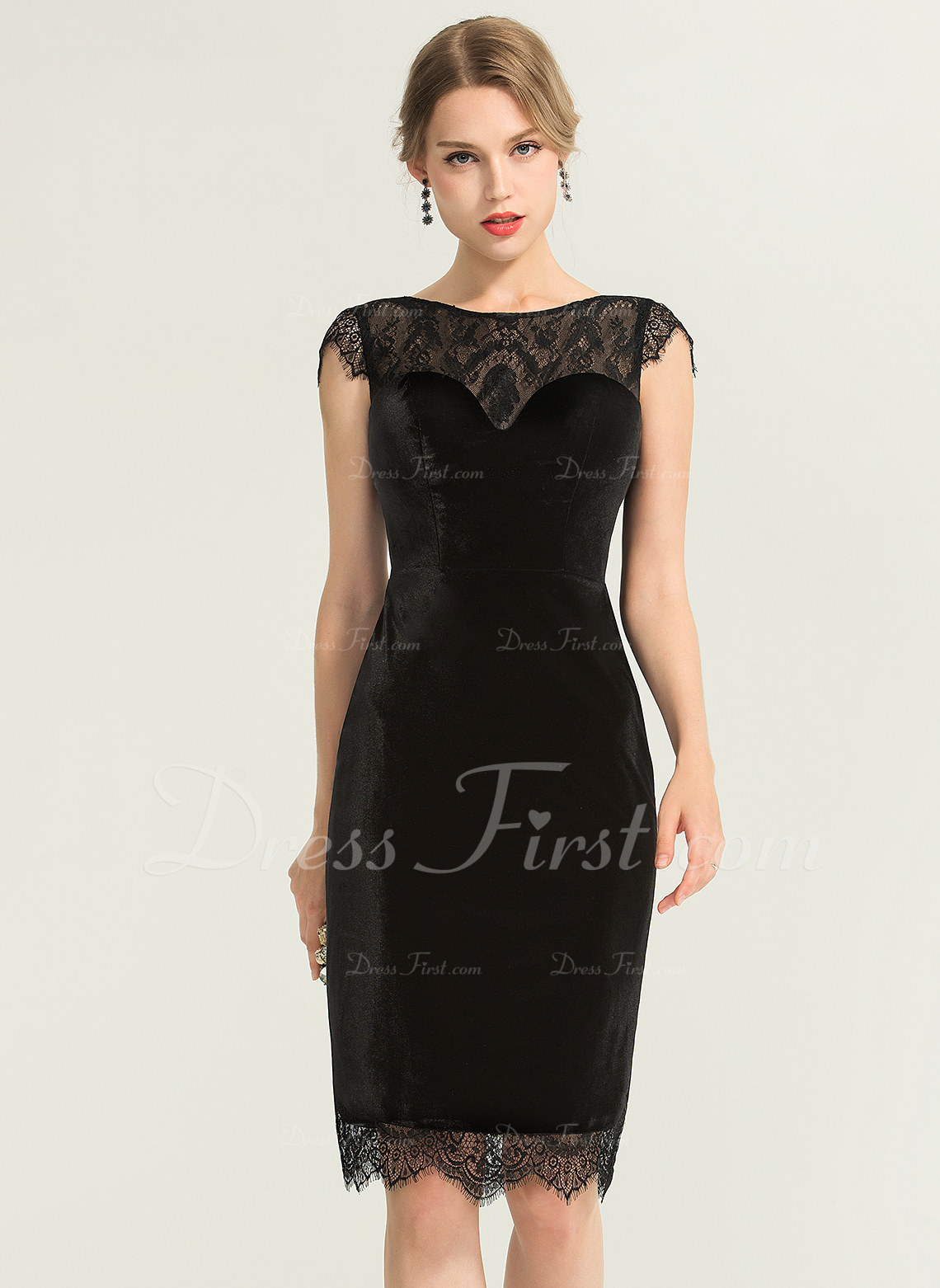 Sheath/Column Scoop Neck Knee-Length Velvet Cocktail Dress