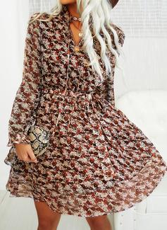 Blommig Print A-linjeklänning Långa ärmar Puffärmar Mini Fritids skater Modeklänningar