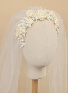 Jednovrstvá Zastřižený okraj Konečky prstů Svatební Závoje S Saténová květina/Faux Pearl