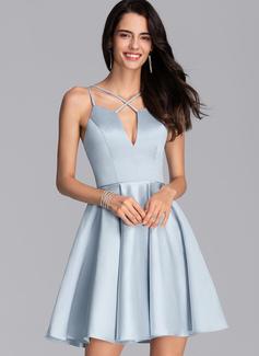 Corte A Escote en V Corto/Mini Satén Vestidos de baile de graduación