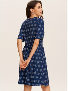 Sobre la rodilla Cuello redondo poliéster Impresión Manga corta Vestidos de moda