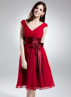 A-Line/Princess V-neck Knee-Length Chiffon Homecoming Dress With Ruffle Sash Bow(s)