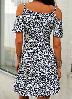 Blommig Print Shiftklänningar Kall axel Korta ärmar Midi Fritids Semester Modeklänningar
