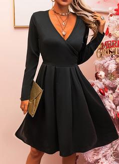 Piccolo nero Scollatura a V Maniche lunghe Midi Vestiti di moda