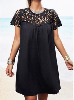 Sólido Agujereado Vestidos sueltos Manga Corta Mini Pequeños Negros Casual Túnica Vestidos de moda