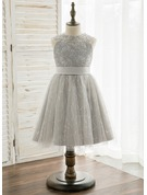 A-Line/Princess Knee-length Flower Girl Dress - Tulle/Lace Sleeveless Scoop Neck With Beading