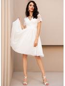 Spets V-ringning Korta ärmar Midi Modeklänningar