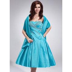 A-Line/Princess Sweetheart Knee-Length Taffeta Homecoming Dress With Ruffle Beading