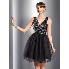 A-Line/Princess V-neck Knee-Length Tulle Sequined Cocktail Dress