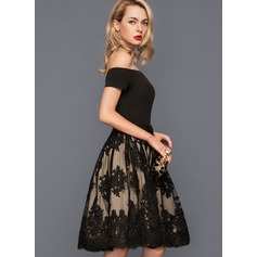 A-Formet Off-the-Shoulder Knelengde Tyll Blonder Cocktailkjole med Sløyfe (r) (016140366)