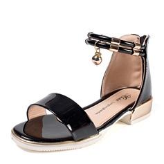 Mädchens Peep Toe Leder Flache Ferse Sandalen mit Strass Reißverschluss