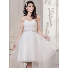 A-linjeformat Hjärtformad Knälång Tyll Bröllopsklänning med Rufsar Pärlbrodering Paljetter