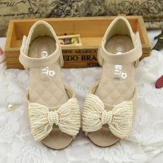 Mädchens Peep Toe Microfaser-Leder Flache Ferse Sandalen Flache Schuhe Blumenmädchen Schuhe mit Bowknot Nachahmungen von Perlen Klettverschluss