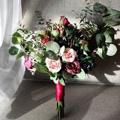 Blomstringen Fri Form Silke/Klut Brude Buketter -