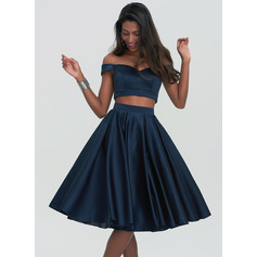 A-Line/Princess Sweetheart Off-the-Shoulder Knee-Length Satin Homecoming Dress