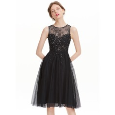 A-Line/Princess Scoop Neck Knee-Length Tulle Homecoming Dress With Beading (022120492)