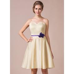 A-Line/Princess Sweetheart Knee-Length Satin Bridesmaid Dress With Sash Flower(s)