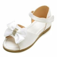 Mädchens Peep Toe Satin Flache Ferse Flache Schuhe Blumenmädchen Schuhe mit Bowknot Klettverschluss