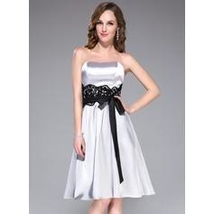 A-Line/Princess Sweetheart Knee-Length Charmeuse Bridesmaid Dress With Lace Sash Bow(s)