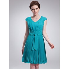 A-Line/Princess V-neck Knee-Length Chiffon Homecoming Dress With Pleated