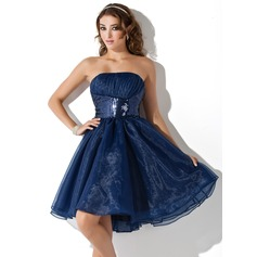 A-Line/Princess Strapless Knee-Length Organza Sequined Homecoming Dress With Ruffle