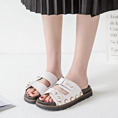 Kvinnor PU Flat Heel Sandaler Tofflor med Nita skor