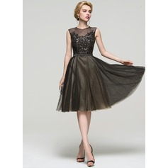 A-Line Scoop Neck Knee-Length Tulle Cocktail Dress With Sequins (016094593)