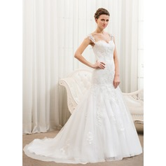Trumpet/Mermaid Sweetheart Court Train Tulle Wedding Dress With Appliques Lace