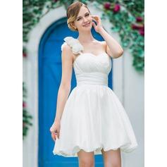A-linjeformat One-Shoulder Kort/Mini Taft Bröllopsklänning med Rufsar Blomma (or)